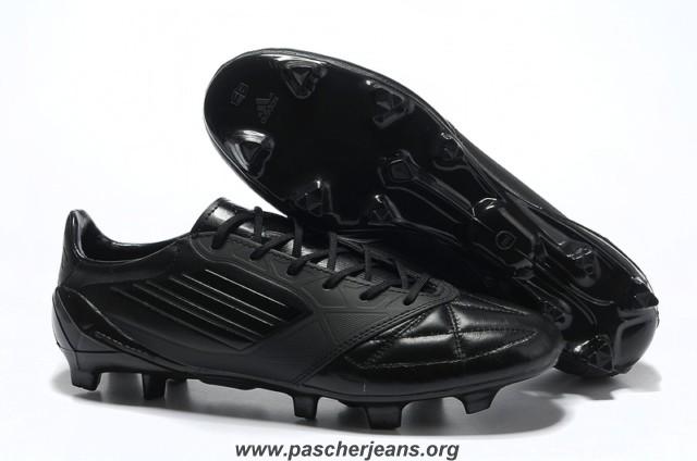 chaussure de foot noire adidas